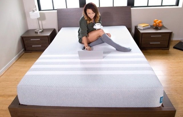 Leesa vs Casper - Leesa mattress uncovered on bed