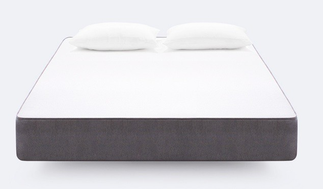 casper mattress review - full bed with pollows