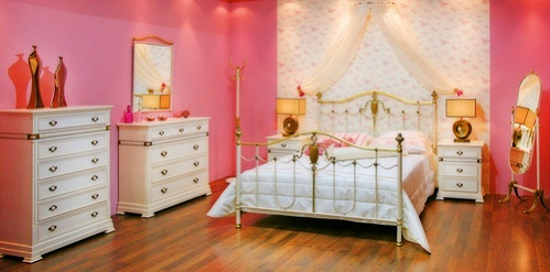 Farmhouse Bedrooms in Romantic Pink